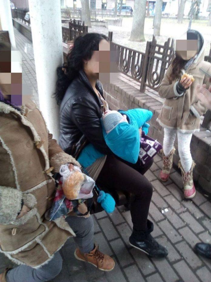 Франківські муніципали затримали ромок, які залучали дітей до жебракування