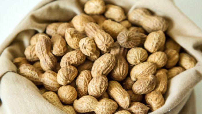 Прикарпатців попереджають про небезпечний арахіс