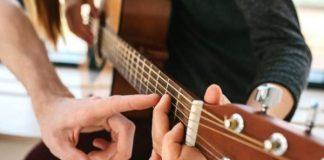 Вокал, гітара та джембе: франківців кличуть на заняття з музики для дорослих