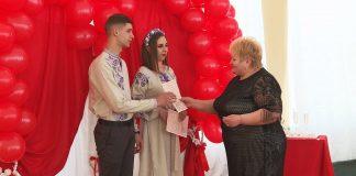 У День святого Валентина в Коломиї одружилися 7 пар: відео