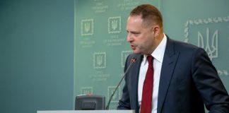 """Повстання проти Єрмака в """"Слузі народу"""", або Боротьба за вухо Зеленського"""