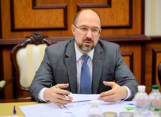 Затягнути паски: топ-чиновникам України хочуть удвічі зменшити зарплати
