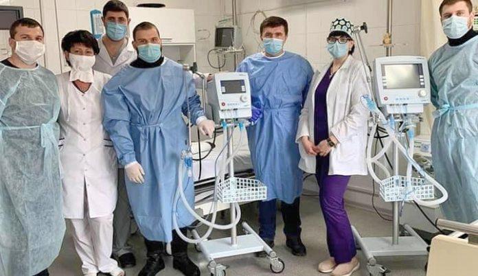 Франківські підприємці придбали для обласної лікарні два апарати ШВЛ