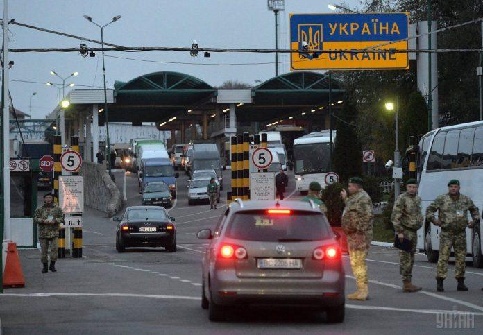 Протидія поширенню вірусу: жителів Франківська закликають повідомляти про прибуття з-за кордону