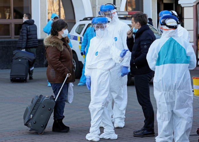 Заробітчанка з Коломийщини, у якої підозрюють смертоносний вірус, після втечі зі столичної лікарні гуляє селом, – депутат
