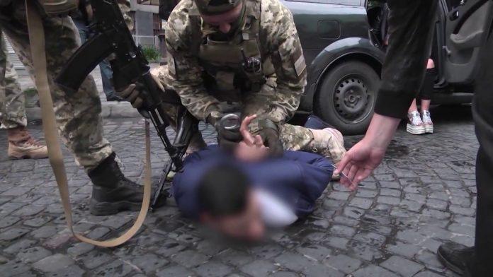 Українські прикордонники затримали прикарпатця, який перебував у розшуку