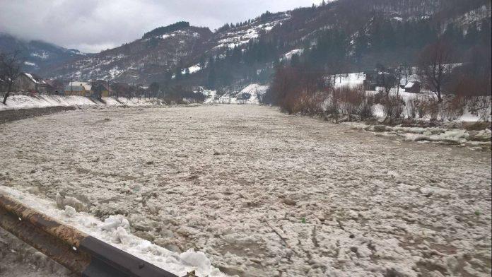 У зв'язку із потеплінням у Карпатах оголошено високий рівень сніголавинної небезпеки, а в Пруті очікується підйом рівня води