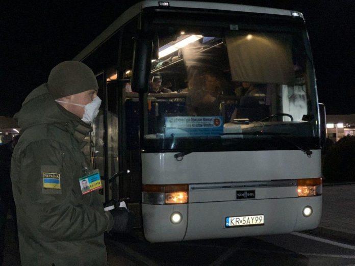 Від початку оголошення карантину до України повернулося майже 100 тисяч заробітчан - уряд
