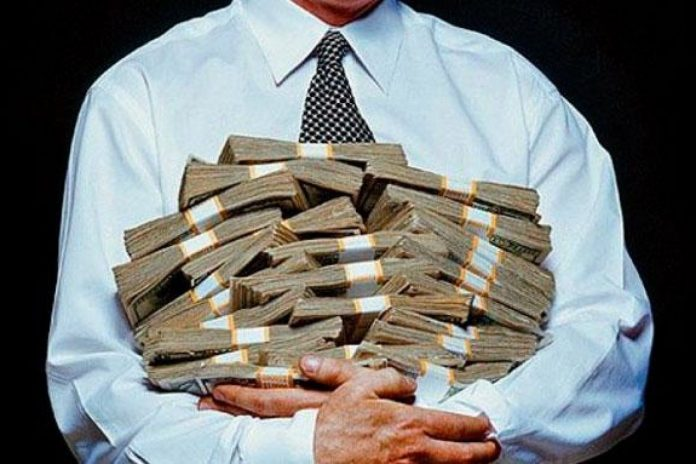 Вже семеро прикарпатців задекларували офіційний прибуток більше мільйона гривень