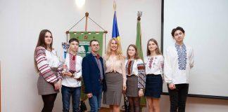 Надвірнянський ліцей потрапив до сотні найкращих шкіл України: фоторепортаж