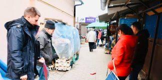 У Надвірній на ринку у жінки вкрали гаманець, поліція оперативно розшукала кишенькову злодійку