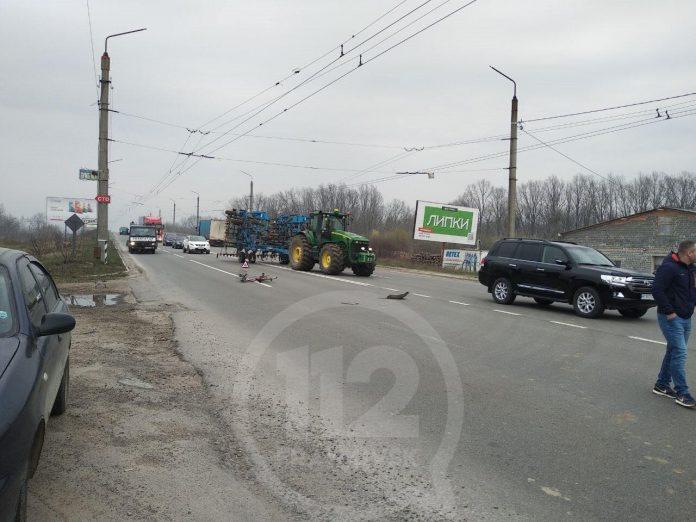 На Франківщині жінка на велосипеді врізалася у вантажівку