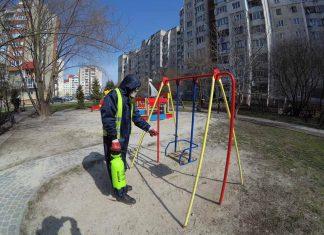 У Івано-Франківську продовжують дезінфікувати громадські місця: фотофакт