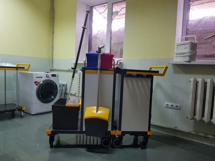 Для Франківської лікарні меценат купив систему для прибирання