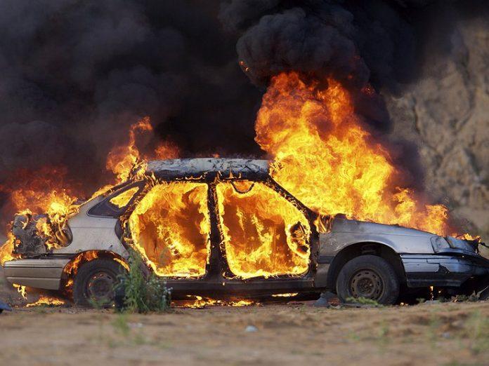 У прикарпатському селі згорів автомобіль