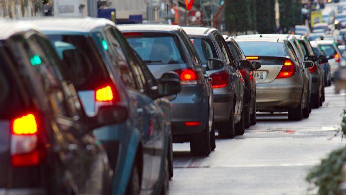 «Берете свою машину і везете людей на роботу»: мер Франківська – керівнику пологового