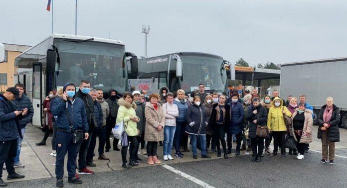 На італійському кордоні застрягли сотня українців, їх не пускають через температуру у водія