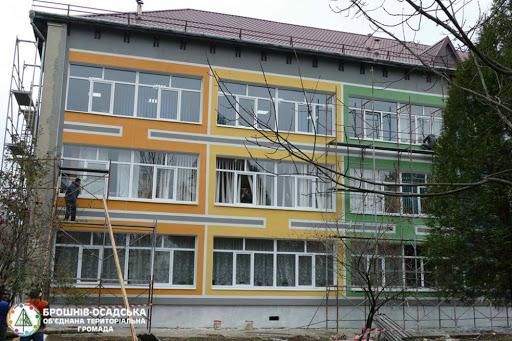 У яких селах Прикарпаття з'являться в цьому році нові школи, дитсадки та спорткомплекси