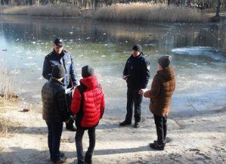 У Коломиї двоє дітей без нагляду дорослих грались неподалік озера