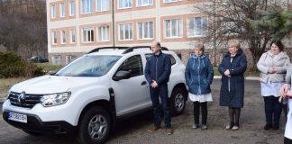 Вигодській лікарні передали автомобіль