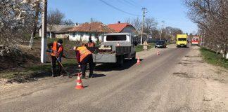 На Прикарпатських дорогах триває ямковий ремонт