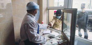 """У Франківську """"Карітас"""" роздає нужденним щодня декілька сотень гарячих обідів"""