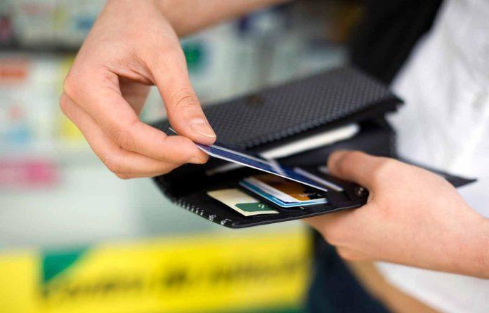 Не більше 5 тисяч гривень: вступили в дію нові обмеження на перекази та поповнення карток