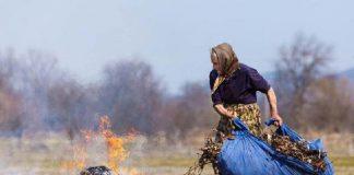 Незважаючи на захмарні штрафи та заборони, прикарпатці й надалі продовжують масово спалювати суху траву