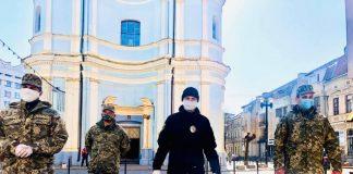 Прикарпатські правоохоронці посилено патрулюють біля храмів, щоб запобігти порушенням карантину