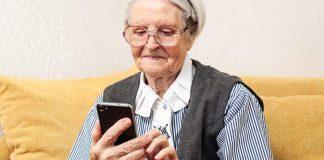 До відома прикарпатців: ПриватБанк переводить клієнтів старшого покоління на оплату комуналки по телефону