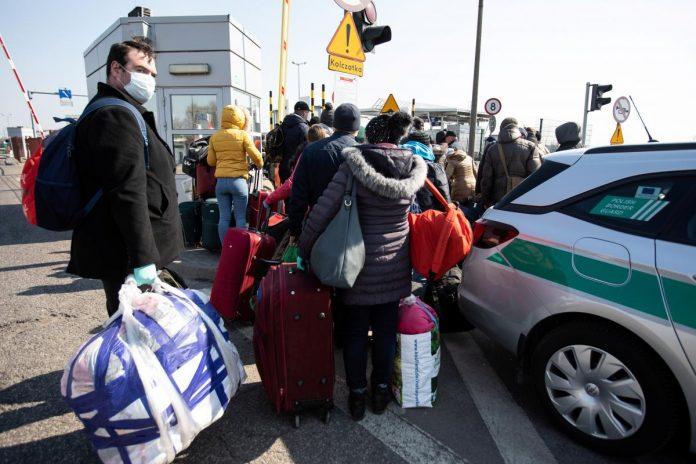 Прикарпатських заробітчан, які повертаються з-за кордону, поміщають до місць обсервації