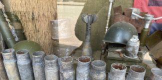 Усе говорить про війну. Франківські добровольці зробили музей у вікнах свого штабу