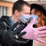 """Коханню немає перешкод"",-Франківська пара одружилася у масках та рукавичках"