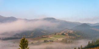Місце, де народжуються хмари: неймовірні світлини найвисокогірнішого села України - Дземброня