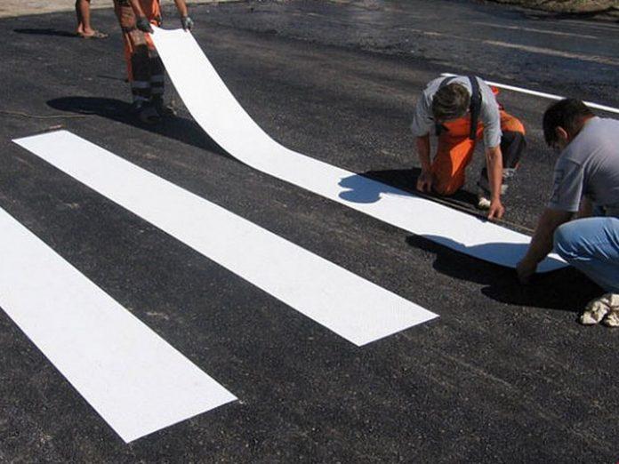 На розмітку прикарпатських доріг витратять 5,5 мільйонів гривень