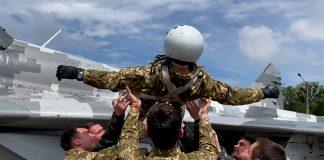 В Івано-Франківську молоді військові пілоти здійснили перші самостійні вильоти на бойових винищувачах