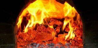 Двоє 22-річних жителів Франківщини вирішили погрітися уночі біля вогню, як наслідок пожежа і госпіталізація