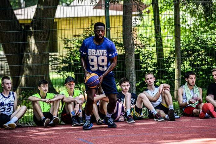 Закохатись в Україну і стати зіркою Instagram. Студент ІФНМУ Джуда Окейчукву розповів про п'ять років життя у Франківську