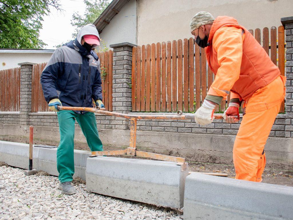 В районі Тичини - ІФНТУНГ ремонтують дві невеличкі вулички: фото