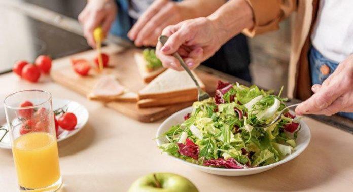 Що і коли їсти: календар харчування на червень