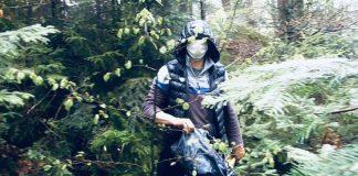 """Зухвале пограбування: на Прикарпатті чоловік в масці й на мотоциклі """"обчистив"""" жінку"""