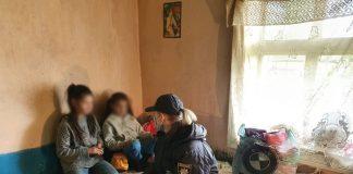 Безлад та антисанітарія. Горе-матір з Снятинщини притягнули до адмінвідповідальності, бо занедбала трьох дітей: фото