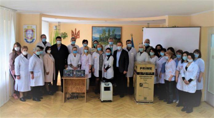 Лікарі Надвірнянщини отримали нове обладнання та обіцяні премії