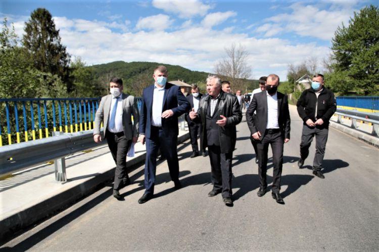 Нардеп Тимофійчук оглянув дорогу Яблунів-Космач, яку ремонтують за гроші іншого нардепа Іванчука: фото