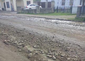 """Обурені прикарпатці виклали у мережу фото """"відремонтованої"""" дороги у Рожнятівському районі"""