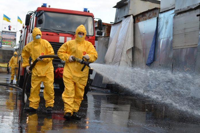 Прикарпатські надзвичайники продовжують дезінфекцію приміщень та територій