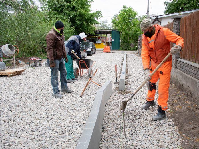 В районі Тичини - ІФНТУНГ ремонтують дві невеличкі вулички