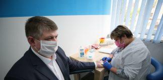 Голова Івано-Франківської ОДА власним прикладом закликав долучитись до донорства крові: фоторепортаж