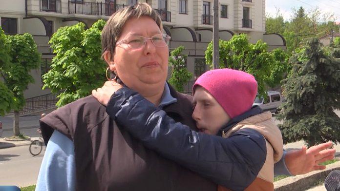 Родині з Коломийщини потрібна допомога, аби врятувати життя доньки: відео
