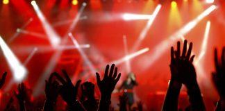 До уваги прикарпатців: в МОЗі розповіли коли можна очікувати на проведення великих концертів та масштабних фестивалів